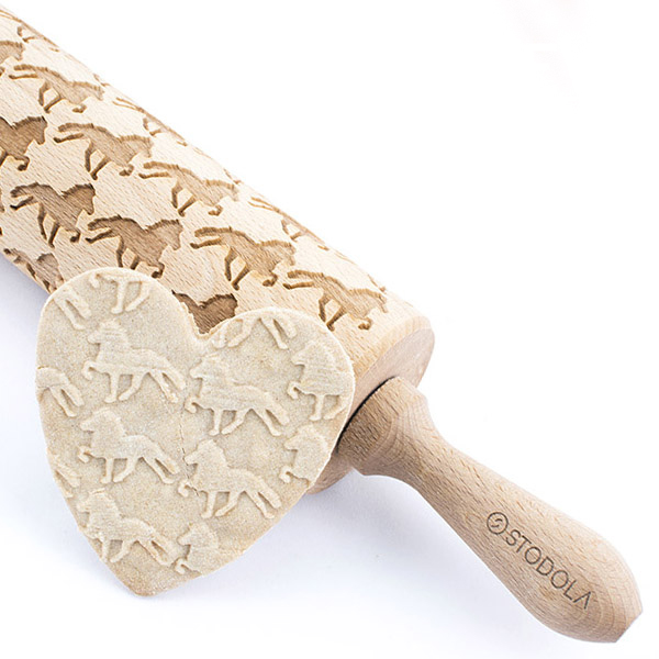 Icelandic horse in tolt - Engraved rolling pin for cookies